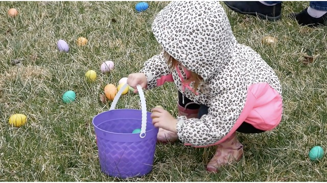 Pequot Library hosts 12th annual Easter Egg Roll