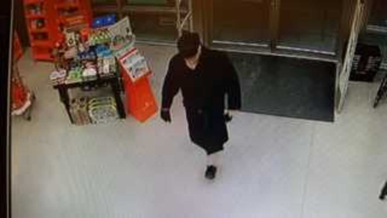 Man robs Morgantown book store in trench coat, gets away with cash and Stephen King book